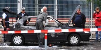 Florian H. verbrennt in seinem Auto kurz bevor er als Zeuge zum NSU aussagen wollte. Damals gehen die Ermittler schnell von einem Suizid aus. In seinem verbrannten Auto finden Angehörige nun plötzlich eine Pistole.