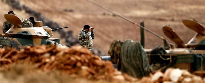 An der syrisch-türkischen Grenze könnte sich in den nächsten Wochen die Entscheidung über die Zukunft des IS fallen. Dabei spielen die syrischen Kurden als Gegner eine entscheidende Rolle. Die Haltung Ankaras hingegen wirft Fragen auf. Das Foto zeigt türkische Soldaten in einer Stellung an der syrischen Grenze.