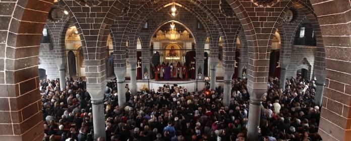 Nur selten ist die St.-Giragos-Kirche in Diyarbakır so voll wie auf dem Bild: Die Lage der Armenier in der Türkei ist auch heute noch kompliziert.