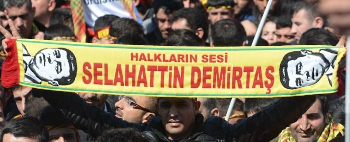 Bei den Wahlen in der Türkei könnte der Erfolg der pro-kurdischen HDP den entscheidenden Ausschlag geben. Dies würde die Alleinherrschaft der AKP beenden und sich auf die mögliche Koalitionsbildung nach den Wahlen auswirken.