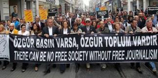 Die Journalistin Canan Coşkun von der Zeitung Cumhuriyet wird mit einer 23 monatigen Haftforderung angeklagt. Der Grund ist ein Zeitungsbericht von ihr.