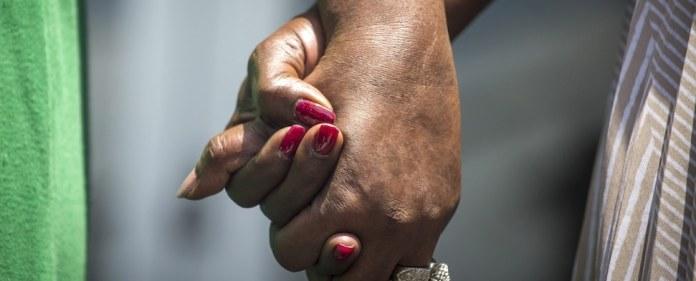 Nach dem Massaker in der Charleston's Emanuel African Methodist Episcopal Church sind im Süden Amerikas zahlreiche schwarze Kirchen in Brand gesetzt worden. Nun setzte sich eine Gruppe junger Muslime dafür ein, Spenden für die Gemeinden zu sammeln, um die Kirchen wieder aufzubauen.