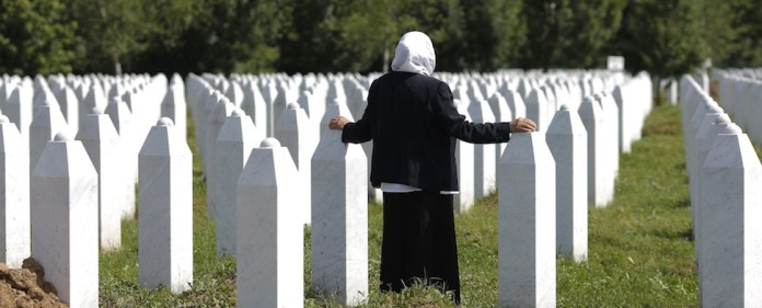 Der Ehemalige niederländische Verteidigungsminister Joris Voorhoeve behauptet, der Massenmord in Srebrenica wurde durch ein geheimes Abkommen ermöglicht.