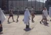 Eine kreative Gedenk-Aktion in Berlin: Am 3. August 2015 jährte sich der Überfall der IS-Terrormiliz auf die religiösen Minderheit der Jesiden im Irak.