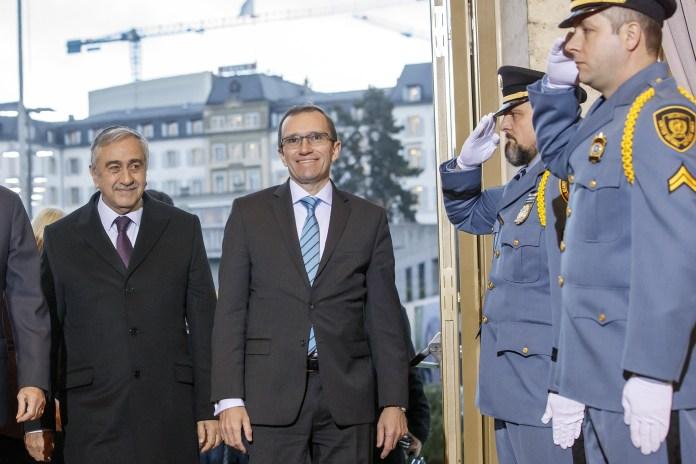 Mustafa Akinci, Präsident der Türkischen Republik Nordzypern, bei seiner Anreise zu den Verhandlungen in Genf