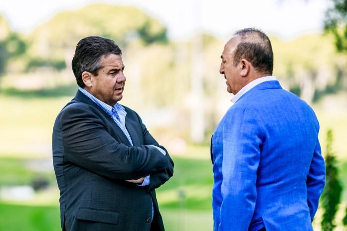 Sigmar Gabriel und Mevlüt Cavusoglu reden über die deutsch-türkischen Beziehungen.