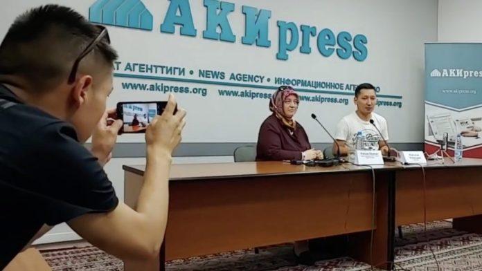 Reyhan İnandı, die Ehefrau des seit Montag vermissten Orhan İnandı, bat den kirgisischen Staatspräsidenten in einer Presseerklärung um Unterstützung.