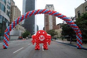 balloon robot under balloon arch