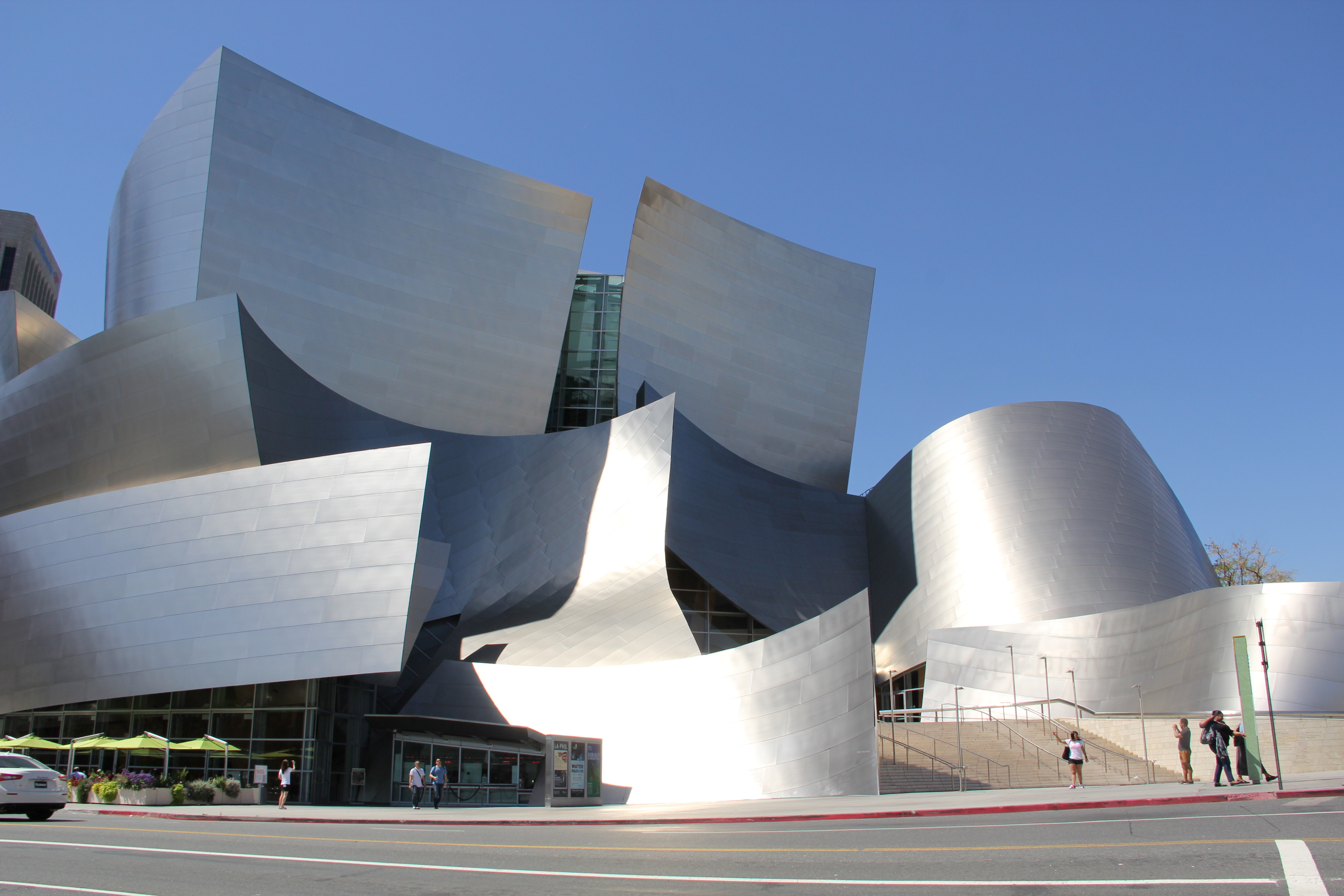 TAKE A FREE TOUR OF DTLA'S MUSIC CENTER INCLUDING WALT