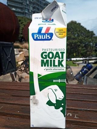 【オーストラリア】山羊のミルクを飲む@Pauls Goat milk