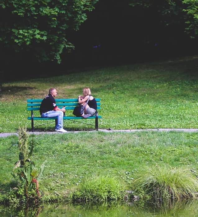 discussion couple, parc, banc, libertinage, herbe