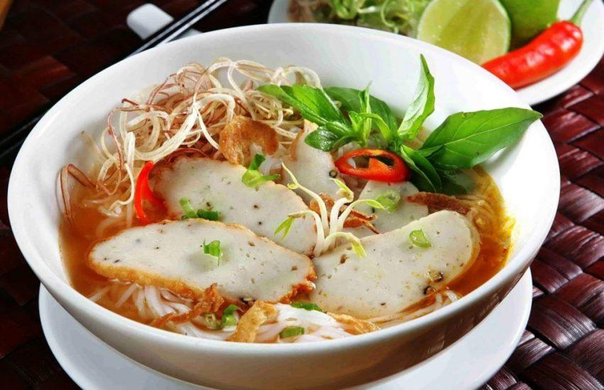Món bánh canh Phú Quốc cùng chả cá thu ngon tuyệt vời