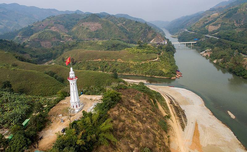Hình ảnh cột cờ Lũng Pô Bát Xát Lào Cai