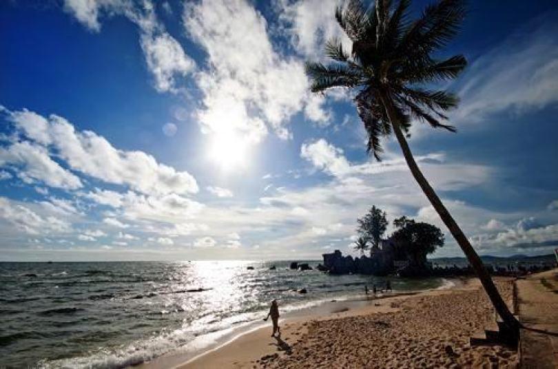 Vào mùa khô thì không nên ở Bãi Sao và Bãi Khem vì sóng lớn