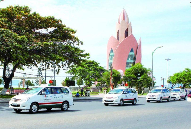 Đi lại bằng taxi ở khu du lịch Nha Trang