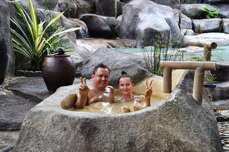 Các bồn đá để tắm bùn tại I Resort Nha Trang