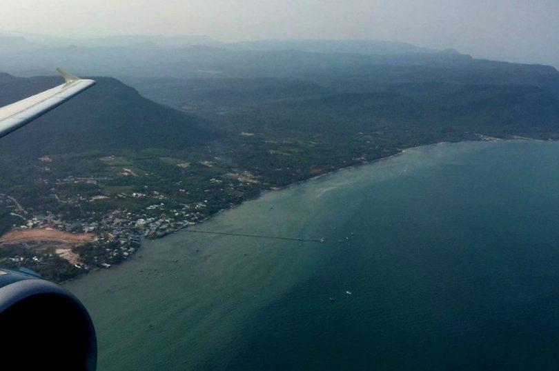 Khoảng cách từ sân bay Phú Quốc về Vinpearl Land là 33km