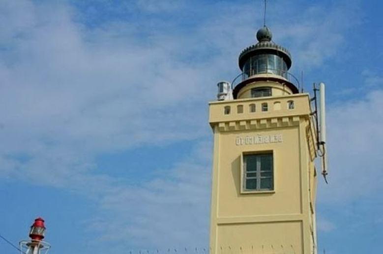 Hình ảnh ngọn hải đăng Cô Tô