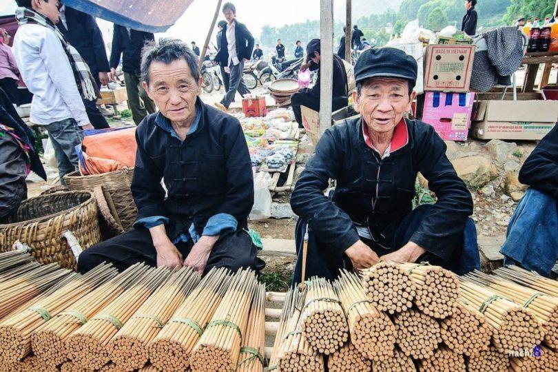 Những người Mông sống trên cao nguyên đá, dọc các ngôi làng ở quanh đèo Mã Pí Lèng
