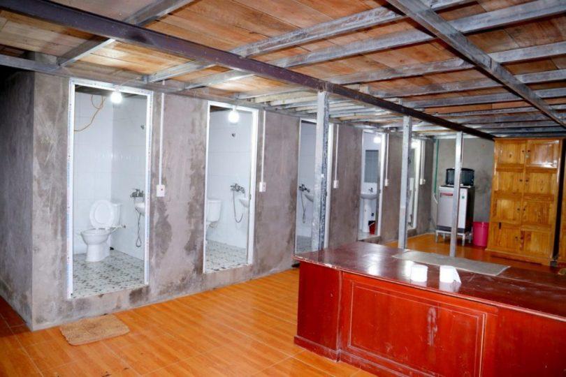 Đầu tư xây mới 6 phòng vệ sinh trang bị đầy đủ nóng lạnh để khách tắm rửa, nghỉ ngơi trước khi trời sáng