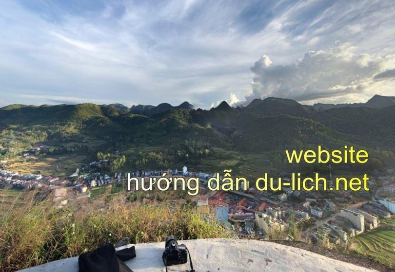 Toàn cảnh Tt Đồng Văn nhìn từ Đồn Cao