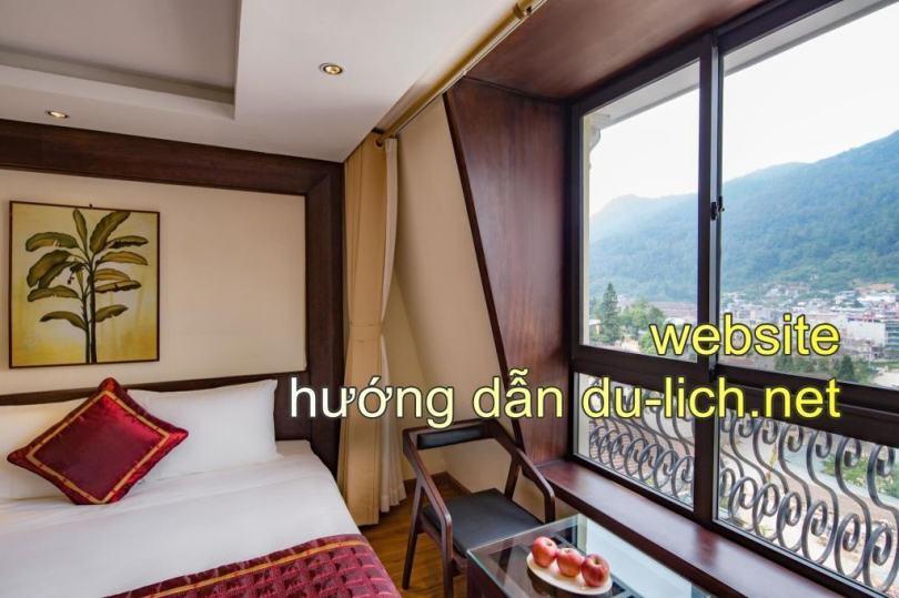 Hình ảnh khách sạn Freesia Sapa: Phòng ngủ view ra thị trấn