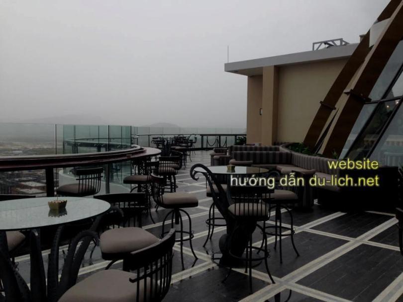 Khu vực cafe ngoài trời