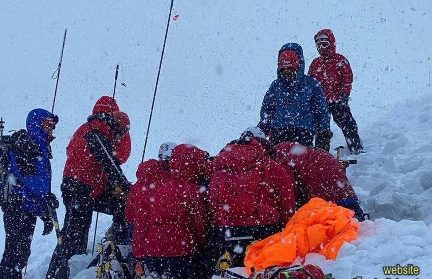 Leo núi tuyết không đơn giản. Bạn phải học tất cả mọi thứ, từ cách cắm trại trên băng tuyết như thế nào