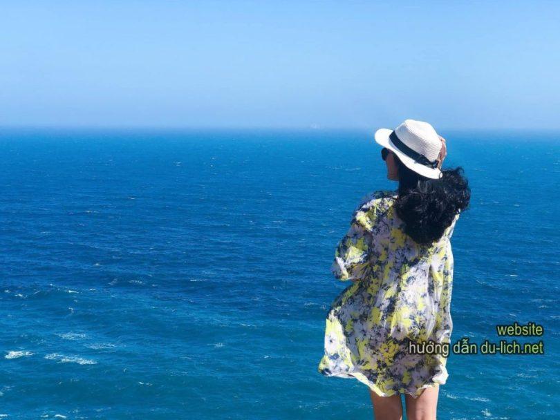 Đi mùa biển lạnh, gió chướng, bạn chỉ đứng ngắm mà không tắm được