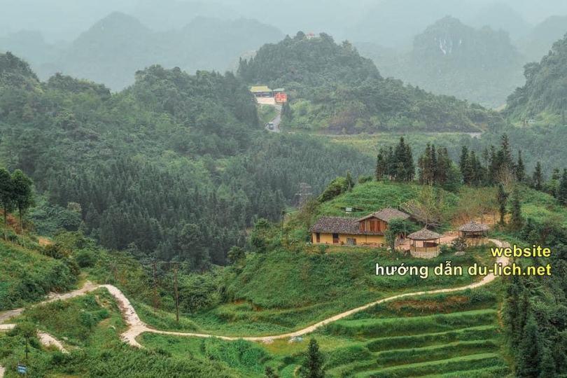 Hình ảnh con đường dẫn vào làng Thiên Hương ở Đồng Văn Hà Giang (4)