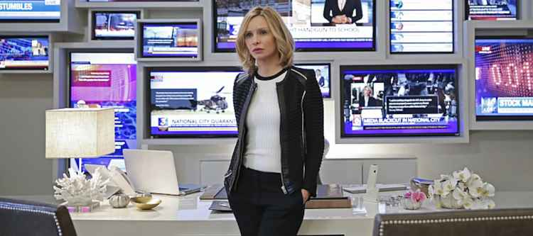 """""""Myriad"""" -- Kara must find a way to free her friends when Non and Indigo use mind control to turn National City's citizens into their own army, on SUPERGIRL, Monday, April 11 (8:00-9:00 PM, ET/PT) on the CBS Television Network. Pictured: Calista Flockhart Photo: Cliff Lipson/CBS ©2016 CBS Broadcasting, Inc. All Rights Reserved"""