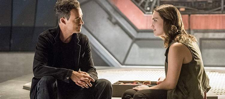 """The Flash -- """"Magenta"""" -- Image: FLA303a_0335b.jpg -- Pictured (L-R): Tom Cavanagh as Harrison Wells and Violett Beane as Jesse Quick -- Photo: Dean Buscher/The CW -- © 2016 The CW Network, LLC. All rights reserved."""