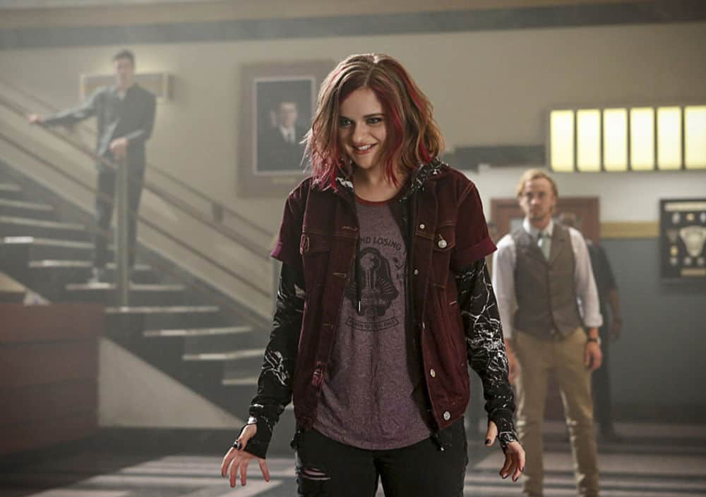 """The Flash -- """"Magenta"""" -- Image: FLA303b_0223b.jpg -- Pictured (L-R): Joey King as Frankie Kane and Tom Felton as Julian Albert -- Photo: Bettina Strauss/The CW -- © 2016 The CW Network, LLC. All rights reserved."""