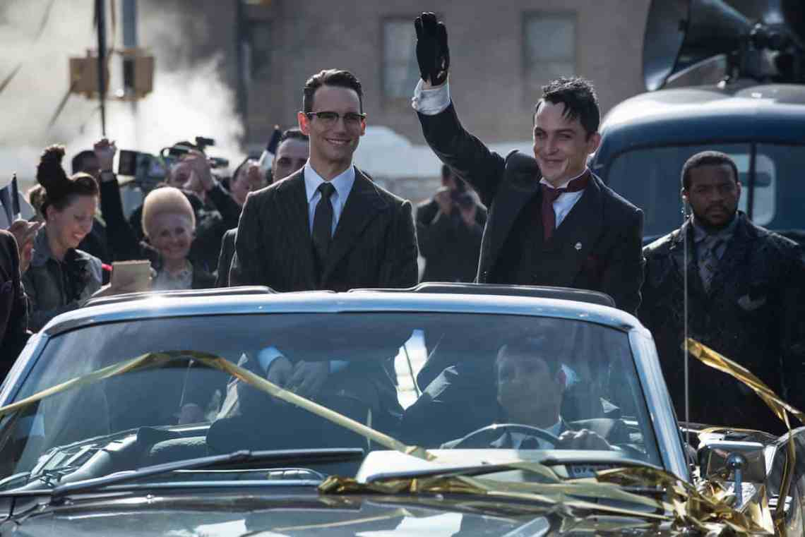 """GOTHAM: L-R: Cory Michael Smith and Robin Lord Taylor in the""""Mad City: Anything For You"""" episode of GOTHAM airing Monday, Oct. 17 (8:00-9:01 PM ET/PT) on FOX. ©2016 Fox Broadcasting Co. Cr: Jeff Neumann/FOX."""