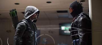 """Arrow -- """"Vigilante"""" -- Image AR507b_353b.jpg -- Pictured (L-R): Stephen Amell as Oliver Queen/The Green Arrow and Vigilante, -- Photo: Diyah Pera/The CW -- © 2016 The CW Network, LLC. All Rights Reserved."""