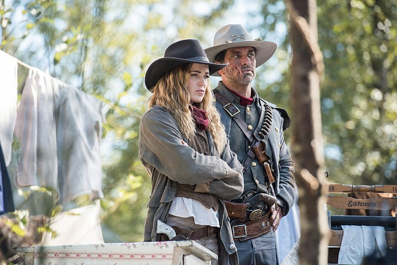 """DC's Legends of Tomorrow --""""Outlaw Country"""" -- Image LGN206b_0027.jpg -- Pictured (L-R): Caity Lotz as Sara Lance/White Canary and Johnathon Schaech as Jonah Hex -- Photo: Dean Buscher/The CW -- © 2016 The CW Network, LLC. All Rights Reserved."""