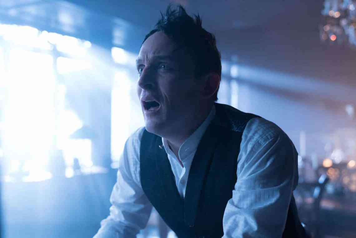"""GOTHAM: Robin Lord Taylor in the """"Mad City: Ghosts"""" episode of GOTHAM airing Monday, Jan. 16 (8:00-9:01 PM ET/PT) on FOX. Cr: Jeff Neumann/FOX."""