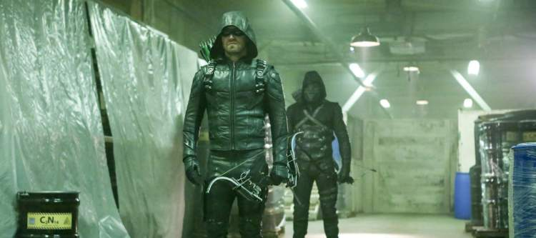 """Arrow -- """"Who Are You?"""" -- Image AR510b_0044b.jpg -- Pictured (L-R): Stephen Amell as Green Arrow and Prometheus -- Photo: Bettina Strauss/The CW -- © 2016 The CW Network, LLC. All Rights Reserved."""