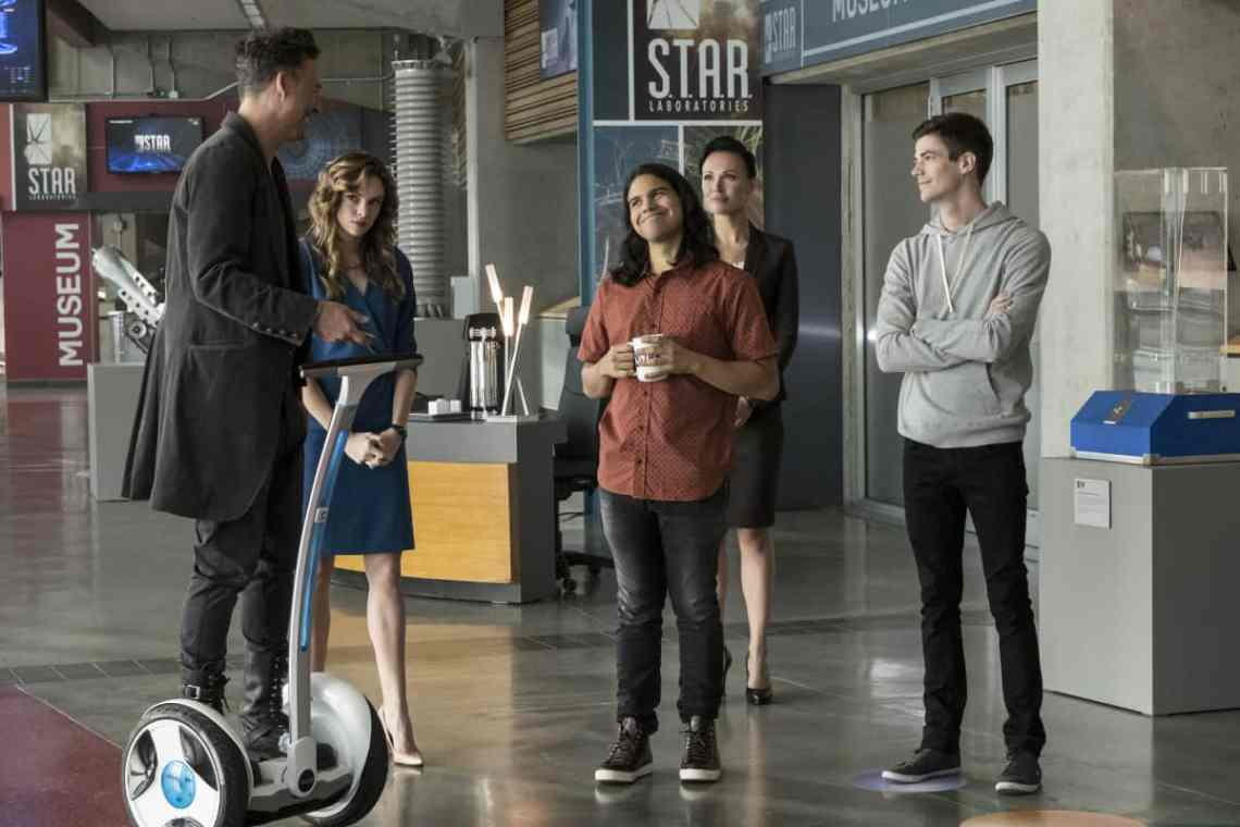 "The Flash -- ""Borrowing Problems from the Future"" -- Image FLA310b_0034b.jpg -- Pictured (L-R): Tom Cavanagh as Harrison Wells, Danielle Panabaker as Caitlin Snow, Carlos Valdes as Cisco Ramon, Lindsay Maxwell as Olga and Grant Gustin as Barry Allen -- Photo: Katie Yu/The CW -- © 2016 The CW Network, LLC. All rights reserved."