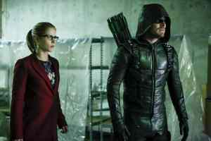 """Arrow -- """"Who Are You?"""" -- Image AR510b_0113b.jpg -- Pictured (L-R): Emily Bett Rickards as Felicity Smoak and Stephen Amell as Green Arrow -- Photo: Bettina Strauss/The CW -- © 2016 The CW Network, LLC. All Rights Reserved."""