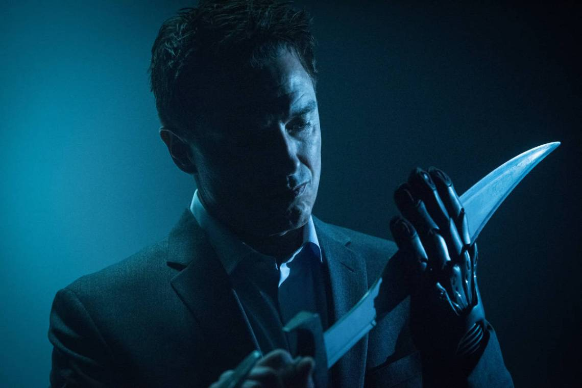 "DC's Legends of Tomorrow --""The Legion of Doom""-- LGN210b_0325.jpg -- Pictured: John Barrowman as Malcolm Merlyn -- Photo: Dean Buscher /The CW -- © 2017 The CW Network, LLC. All Rights Reserved"