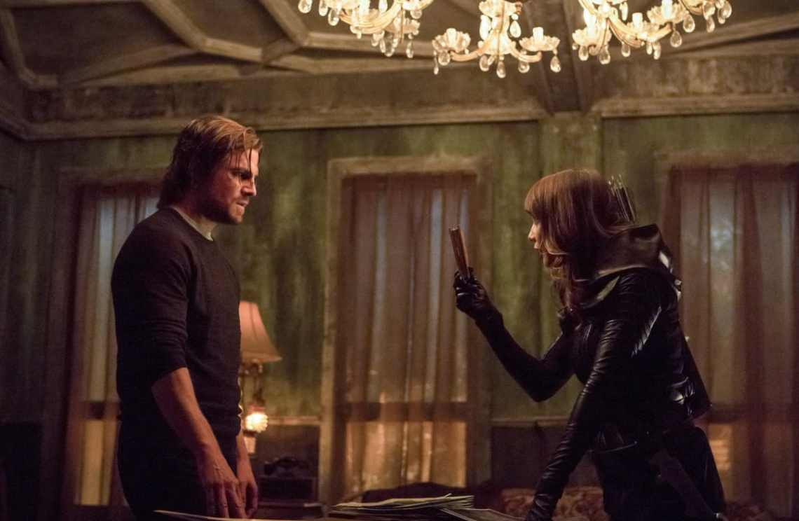 """Arrow -- """"Second Chances"""" -- Image AR511a_0159b.jpg -- Pictured (L-R): Stephen Amell as Oliver Queen and Lexa Doig as Talia al Ghul -- Photo: Michael Courtney/The CW -- © 2017 The CW Network, LLC. All Rights Reserved."""