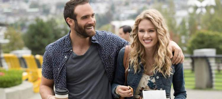 """No Tomorrow -- """"No Holds Barred"""" -- Image Number: NOT104a_0079b.jpg -- Pictured (L-R): Joshua Sasse as Xavier and Tori Anderson as Evie -- Photo: Jack Rowand/The CW -- © 2016 The CW Network, LLC. All rights reserved."""