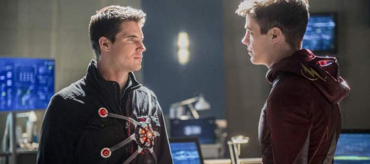 """The Flash -- """"Into the Speed Force"""" -- FLA316a_0100b.jpg -- Pictured (L-R): Robbie Amell as Ronnie and Grant Gustin as Barry Allen -- Photo: Diyah Pera/The CW -- © 2017 The CW Network, LLC. All rights reserved."""