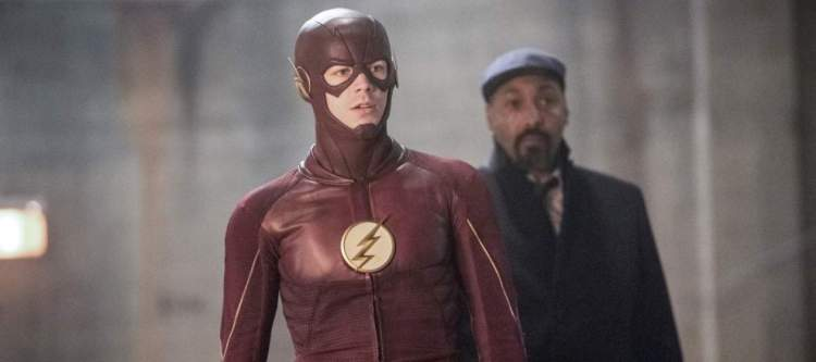 """The Flash -- """"I Know Who You Are"""" -- FLA320b_0149b.jpg -- Pictured (L-R): Grant Gustin as The Flash and Jesse L. Martin as Detective Joe West -- Photo: Dean Buscher/The CW -- © 2017 The CW Network, LLC. All rights reserved."""