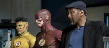 "The Flash -- ""Cause and Effect"" -- FLA321b_0190b.jpg -- Pictured (L-R): Keiynan Lonsdale as Kid Flash, Grant Gustin as The Flash and Jesse L. Martin as Detective Joe West -- Photo: Katie Yu/The CW -- © 2017 The CW Network, LLC. All rights reserved."