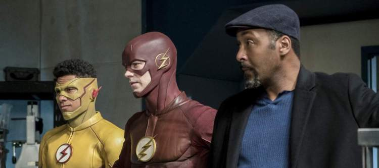 """The Flash -- """"Cause and Effect"""" -- FLA321b_0190b.jpg -- Pictured (L-R): Keiynan Lonsdale as Kid Flash, Grant Gustin as The Flash and Jesse L. Martin as Detective Joe West -- Photo: Katie Yu/The CW -- © 2017 The CW Network, LLC. All rights reserved."""