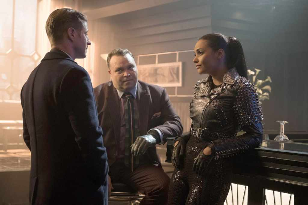 """GOTHAM: L-R: Ben McKenzie, Drew Powell and Jessica Lucas in the """"Heroes Rise: The Primal Riddle"""" episode of GOTHAM airing Monday, May 8 (8:00-9:01 PM ET/PT) on FOX. Cr: Jessica Miglio/FOX"""