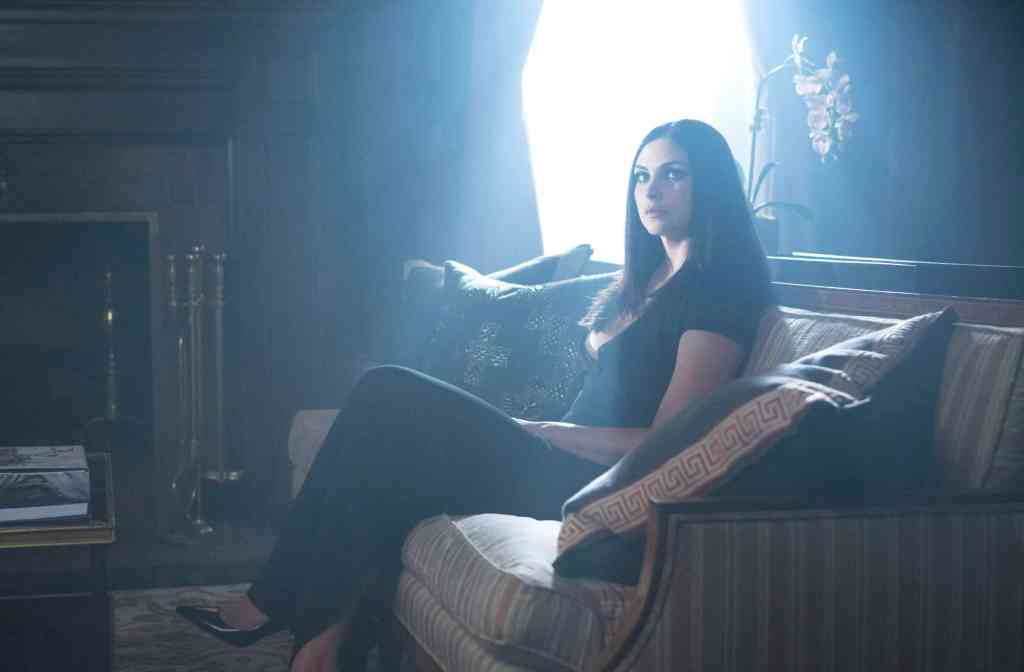 GOTHAM: Morena Baccarin in the second half of the special two-hour season finale episode of GOTHAM, ÒHeroes Rise: Heavydirtysoul,Ó airing Monday, May 29 (9:00-10:00 PM ET/PT) on FOX.Ê Cr: Giovanni Rufino/FOX