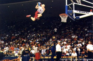 Jumper during the Toronto Raptors & Golden State Warriors game in El Paso